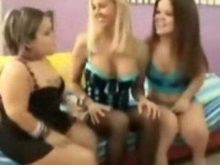 Lesbian threesome with small midgets
